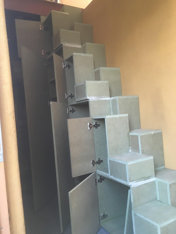 Ganzentrap met volledige diepte vakken met deuren
